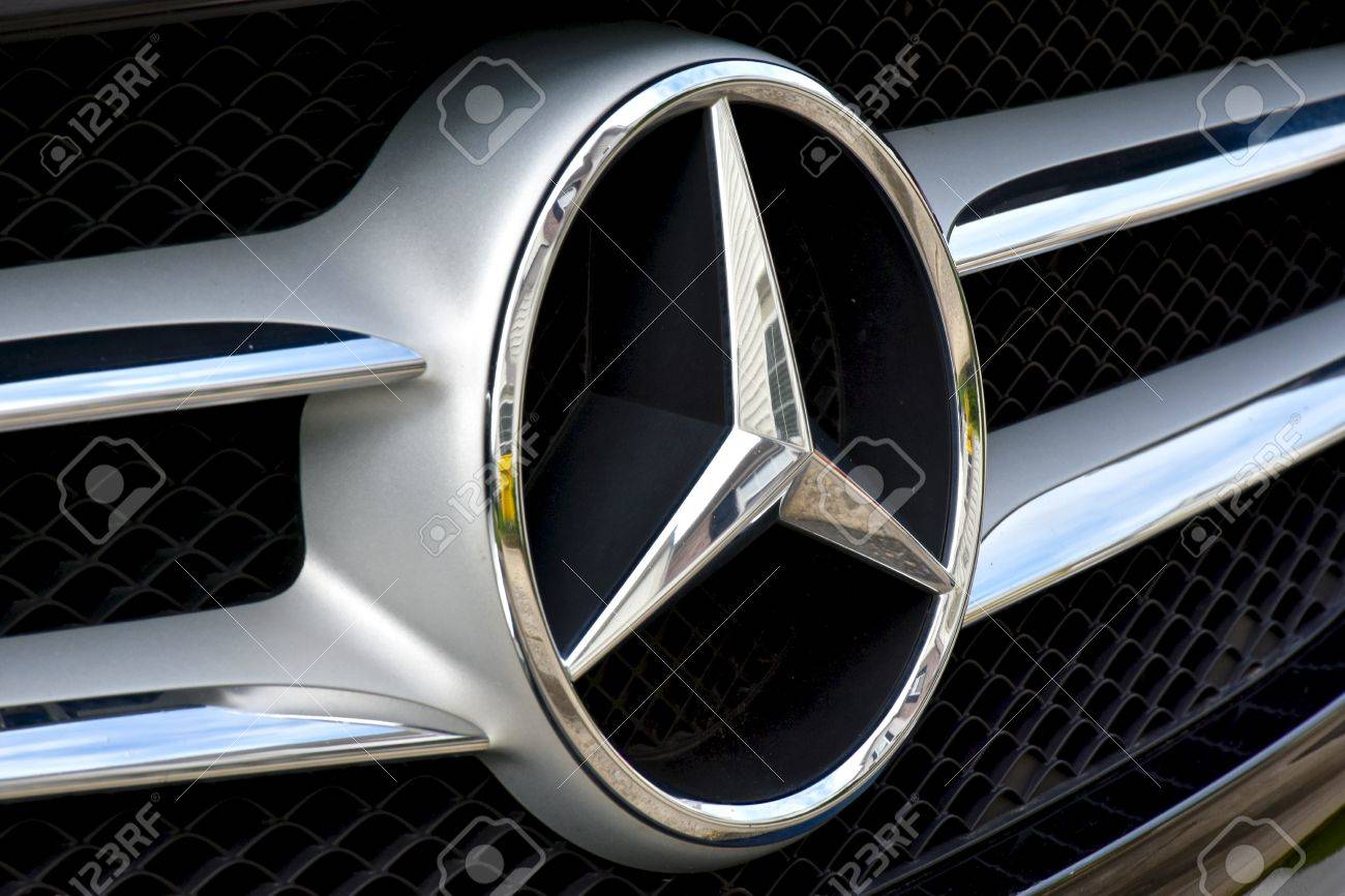 Maryland Usa 2016 The Front End Of A Mercedes Benz Displaying