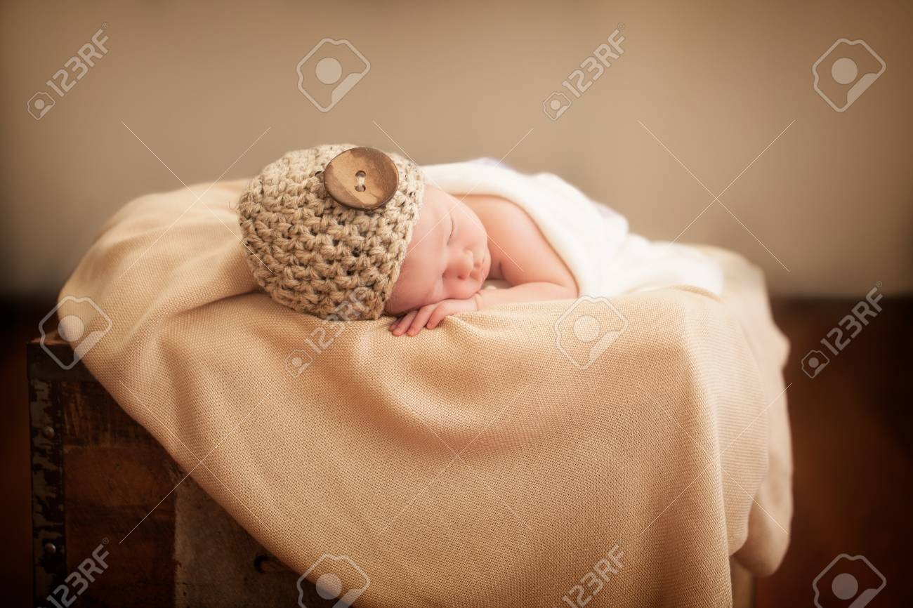 Little newborn girl sleeping Stock Photo - 20837170