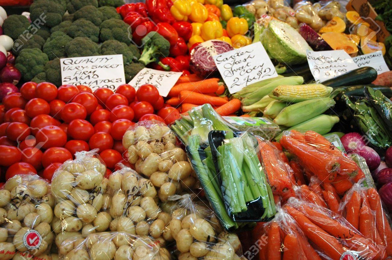 Legumbres Y Hortalizas En El Mercado Fotos Retratos Imágenes Y Fotografía De Archivo Libres De Derecho Image 304222