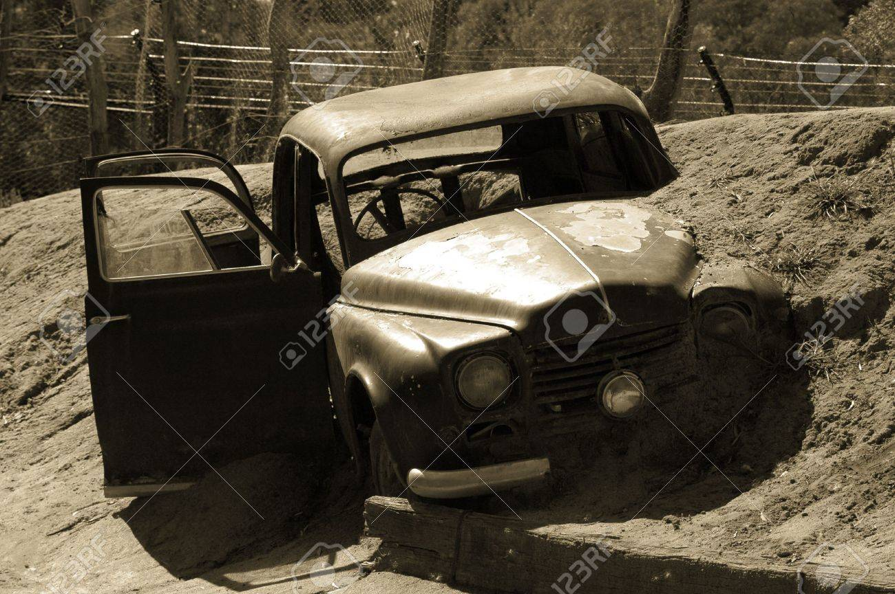 A Car stuck in mud after accident - 844010