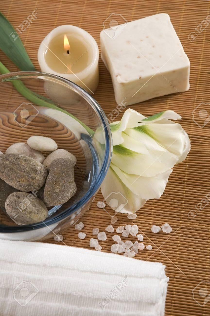 Spa wellness blumen  Spa. Wellness-Produkte - Seife, Handtuch, Wasser, Steine, Kerzen ...