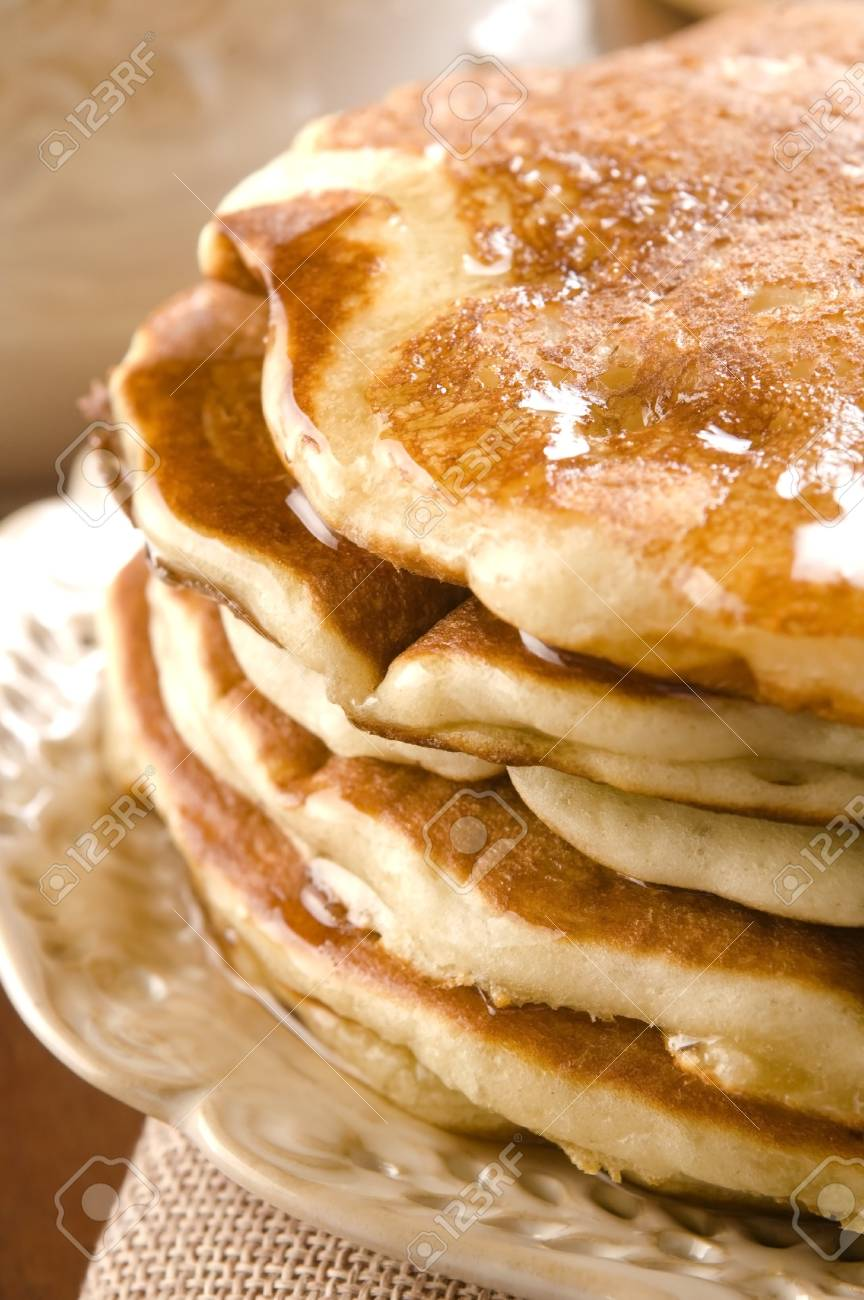 Pancakes with syrup Stock Photo - 16901680