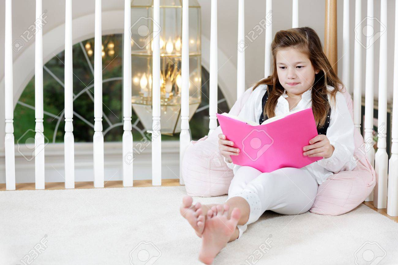young feet Young Girl Sitting On The Floor Reading Stock Photo, Picture And ..