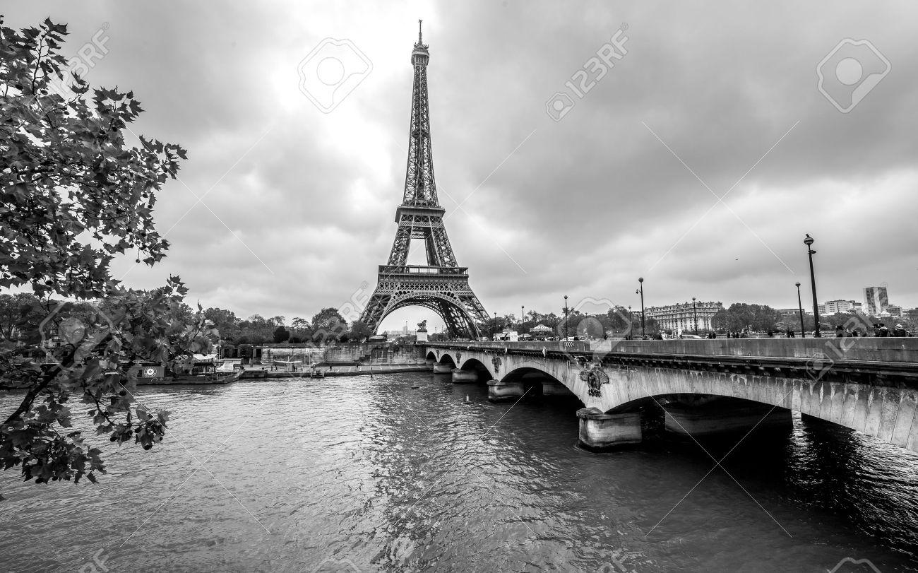 París Torre Eiffel De Sena Paisaje Urbano En Blanco Y Negro Fotos