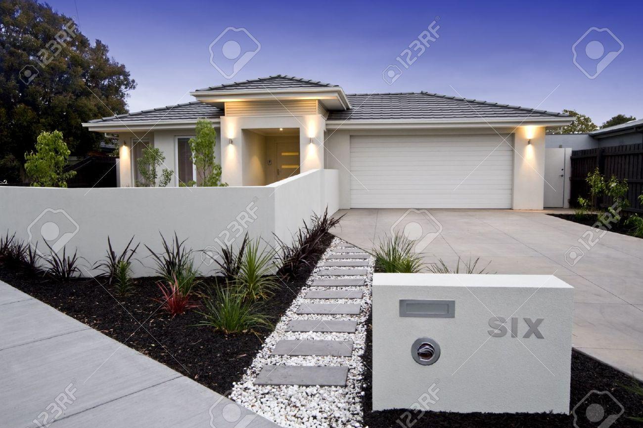 Façade extérieure d\'une maison contemporaine australienne près de la plage.