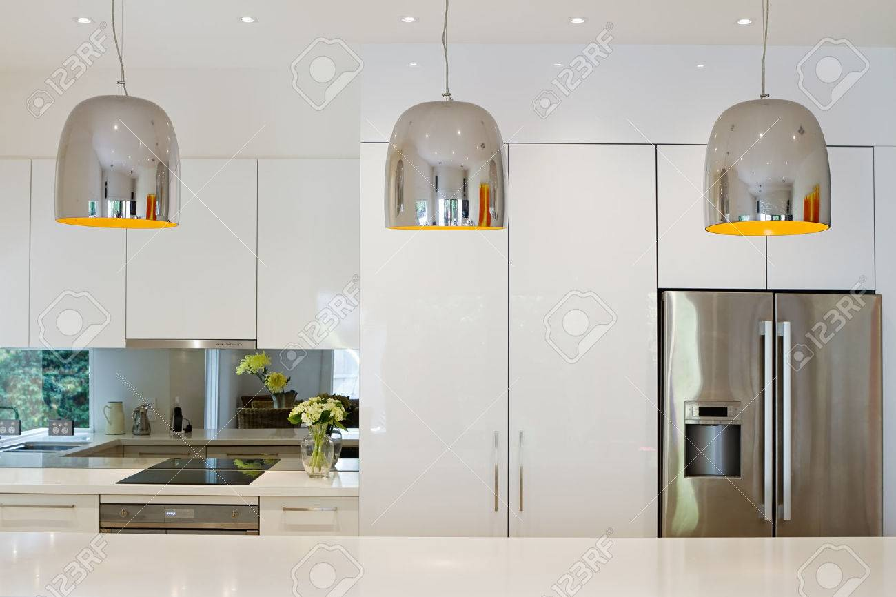Contemporary Pendant Lights Hanging Over Kitchen Island Bench Stock - Kitchen island bench pendant lighting