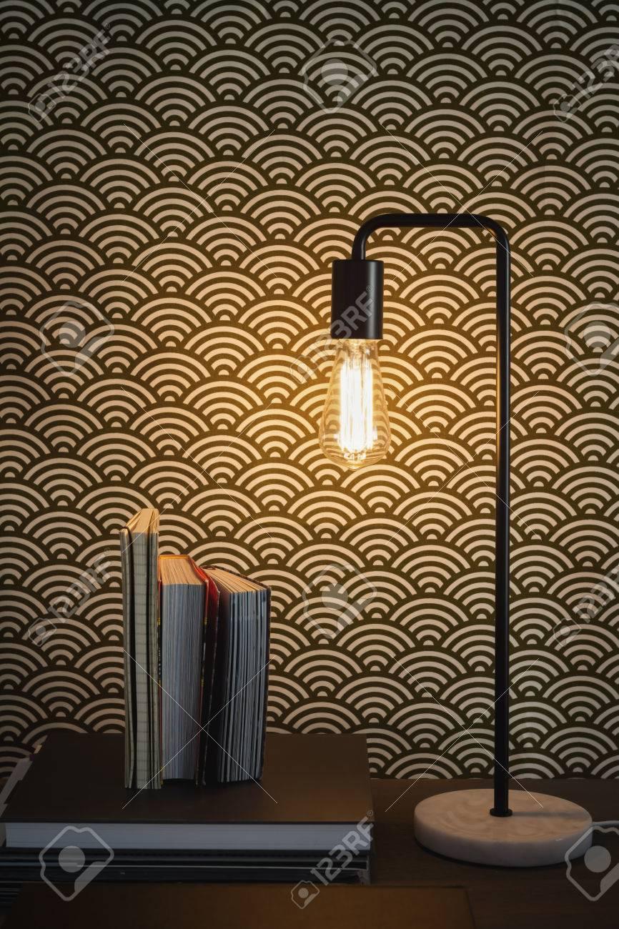 Edison Filament Tischlampe Und Bücher Zeitgenössischen Home Interior ...