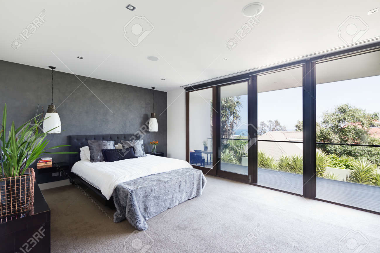 ruim interieur van ontwerper slaapkamer in luxe hedendaagse, Meubels Ideeën