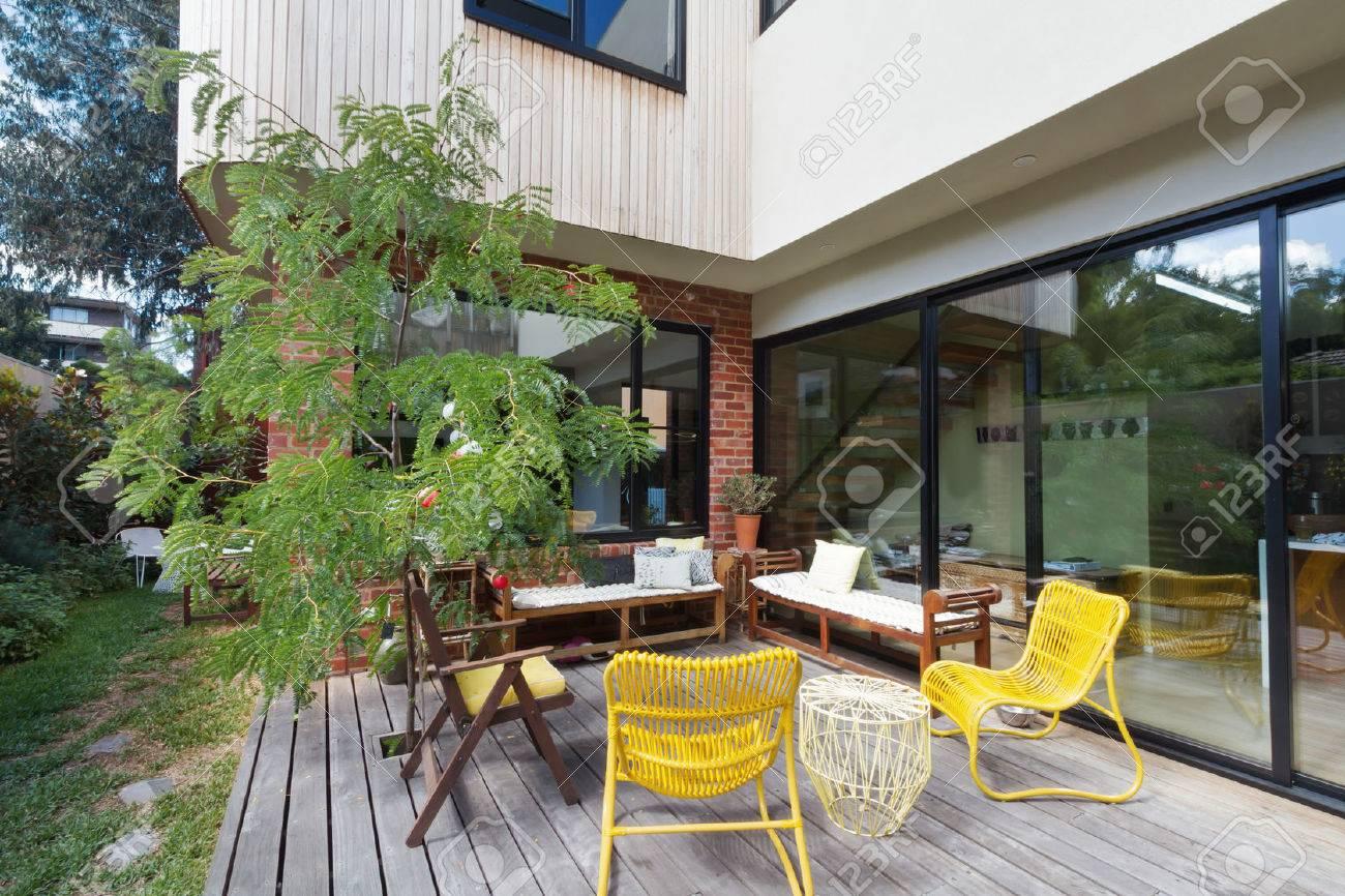 Patio Terrasse Extérieure Sur La Nouvelle Extension De Rénovation à ...