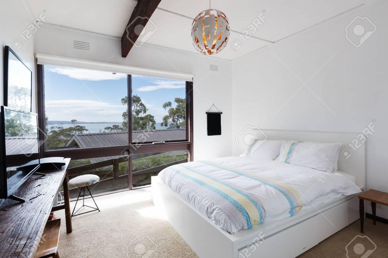 Immagini Stock Vista Sul Mare Da Una Camera Da Letto Retro Casa Sulla Spiaggia In Australia Image 63226032