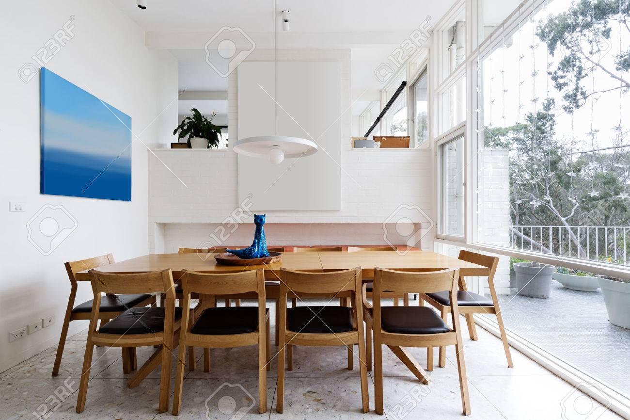 Schon Schöne Skandinavischen Stil Speisesaal In Der Mitte Des Jahrhunderts Moderne  Australische Heimat Standard Bild