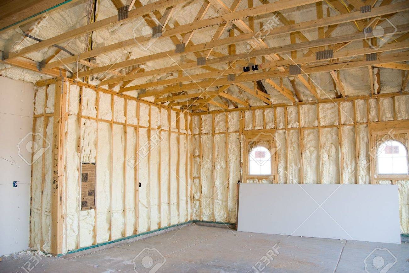 Ein Zimmer In Einer Neu Errichteten Haus Ist Bespruht Mit