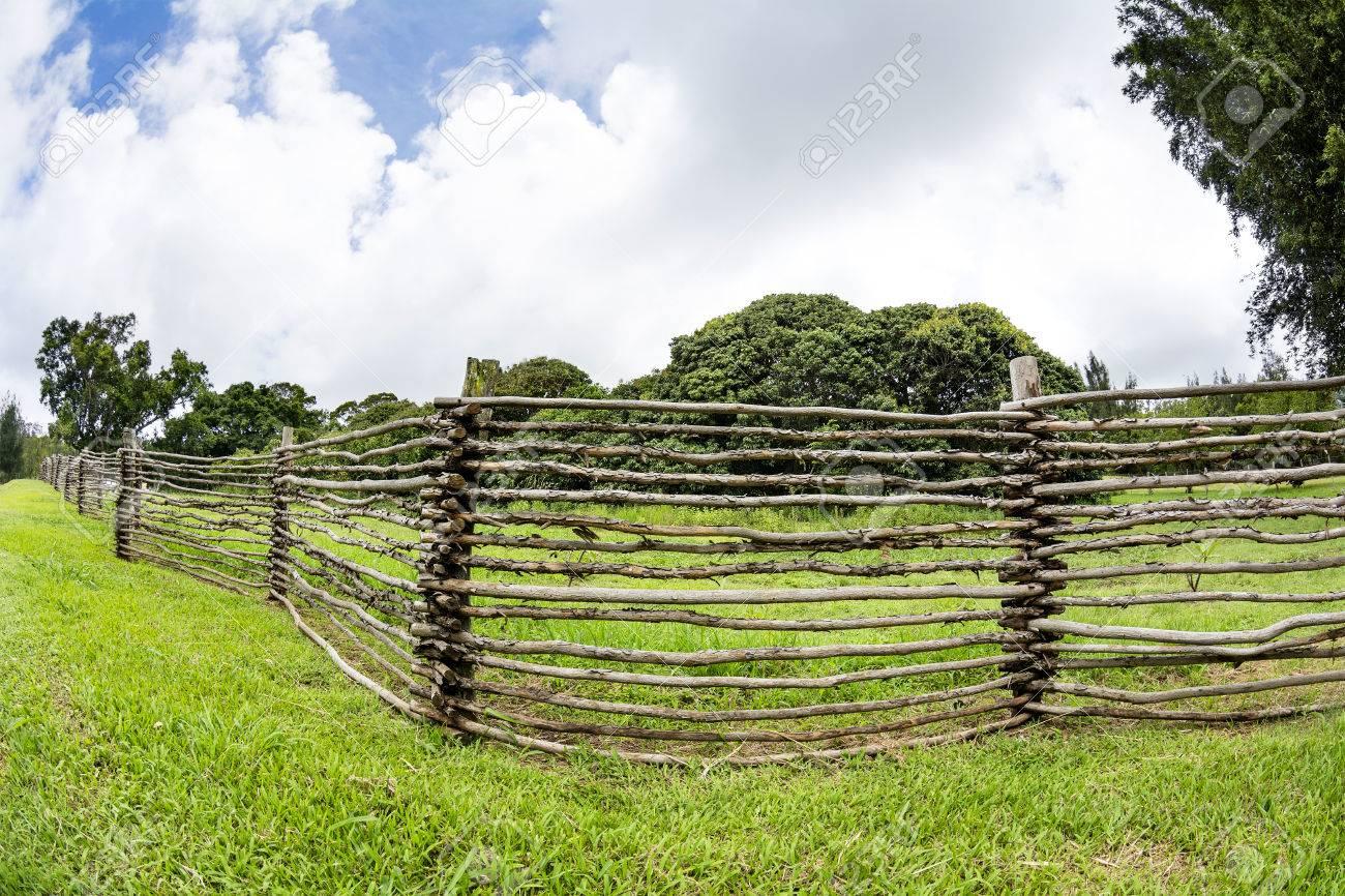 Eine Hausgemachte Holz Ranch Zaun Aus Asten Gemacht Saumten Die