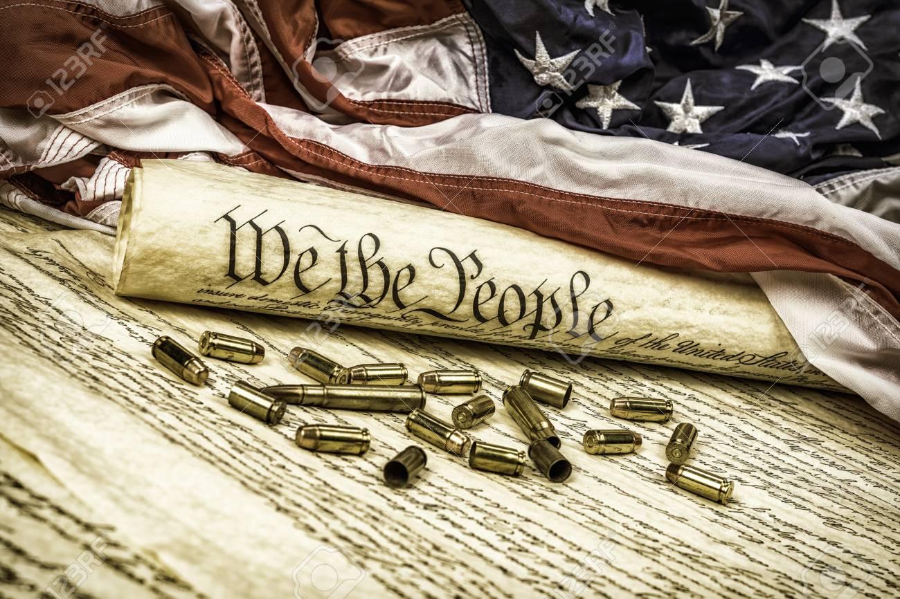 La Constitución De Los Estados Unidos Se Enrolló En Una Bandera ...