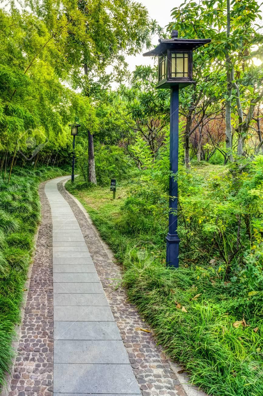La Décoration Extérieure Du Jardin Chinois Dans Xingguo Zone Du ...