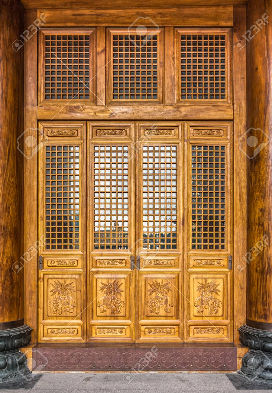 Stock Photo - The antique Chinese wooden carved doors of the place of  worship in Jing - The Antique Chinese Wooden Carved Doors Of The Place Of Worship