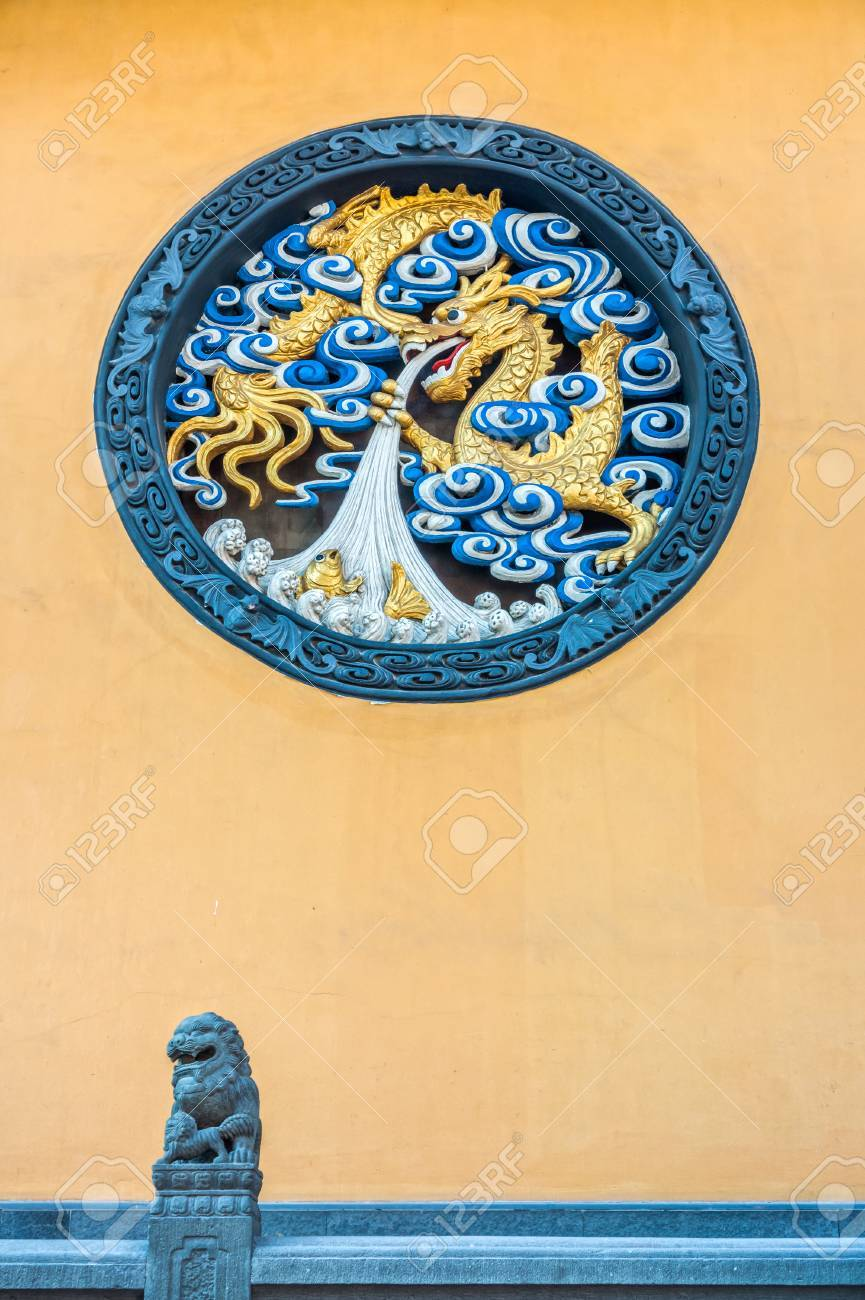 The Art Of Chinese Dragon Sculpture On The Temple Wall Stock Photo ...