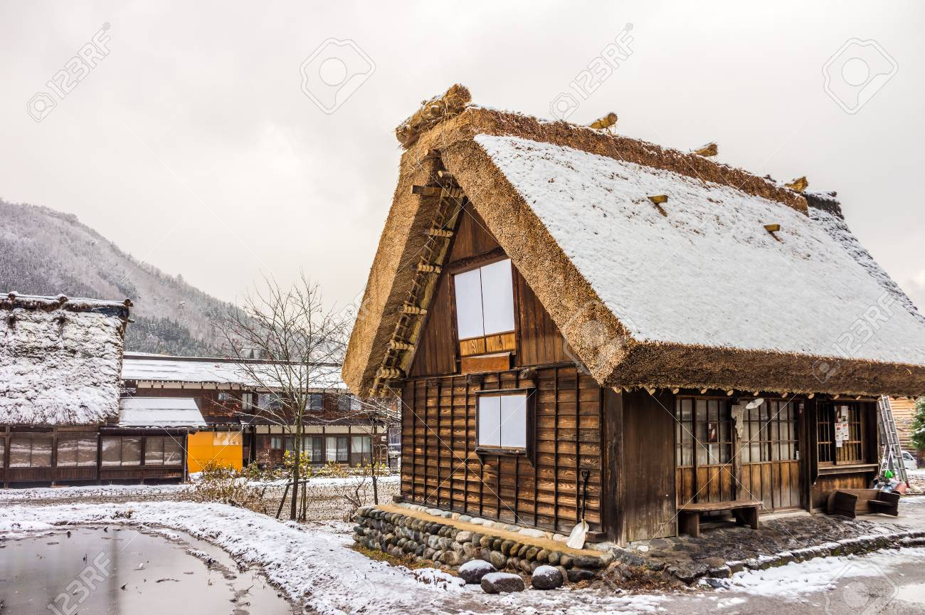 Case Di Montagna In Legno : Le case di legno in stile gassho a shirakawa vanno dinverno