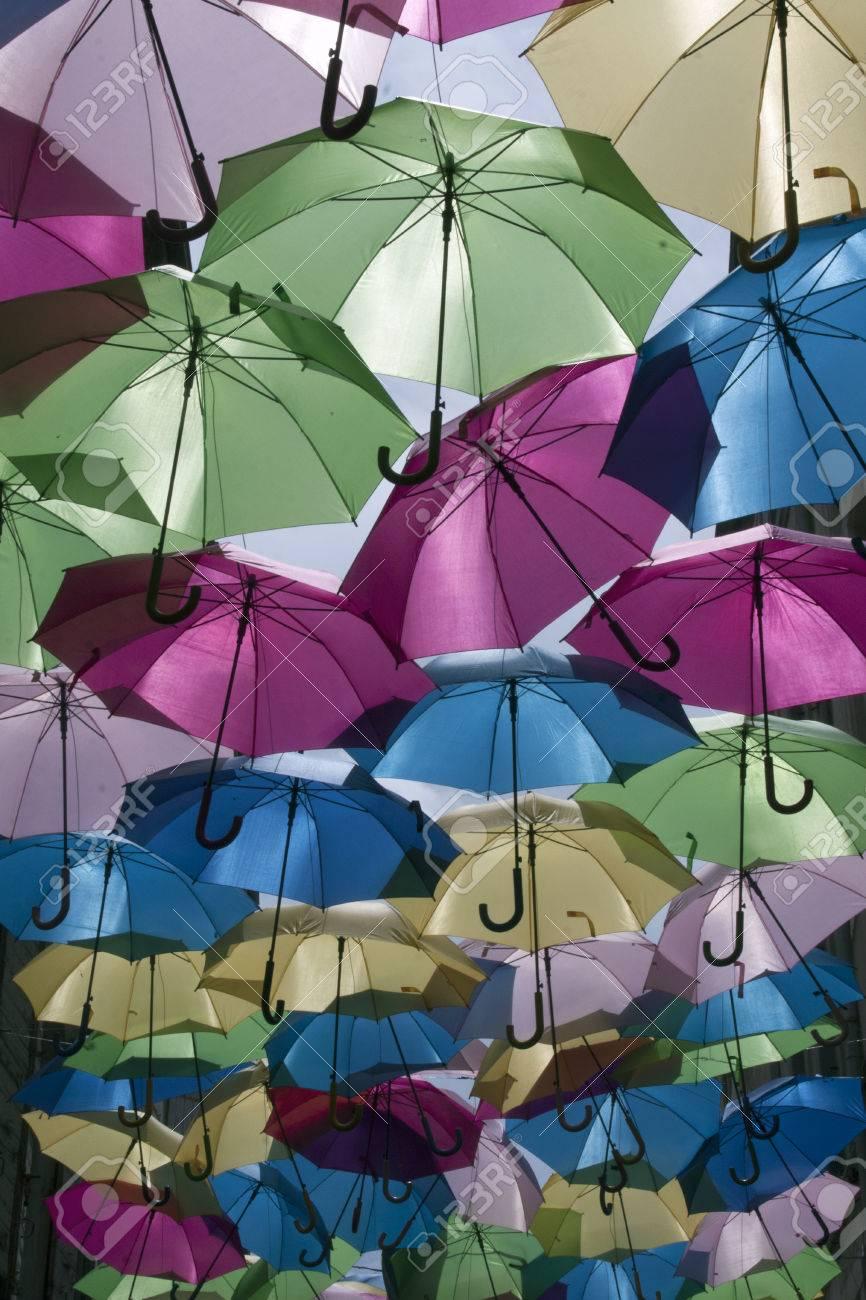 comprar nuevo calidad y cantidad asegurada nueva colección París, Francia-junio 16 de, 2016: Paraguas de colores en una calle en  París, Francia