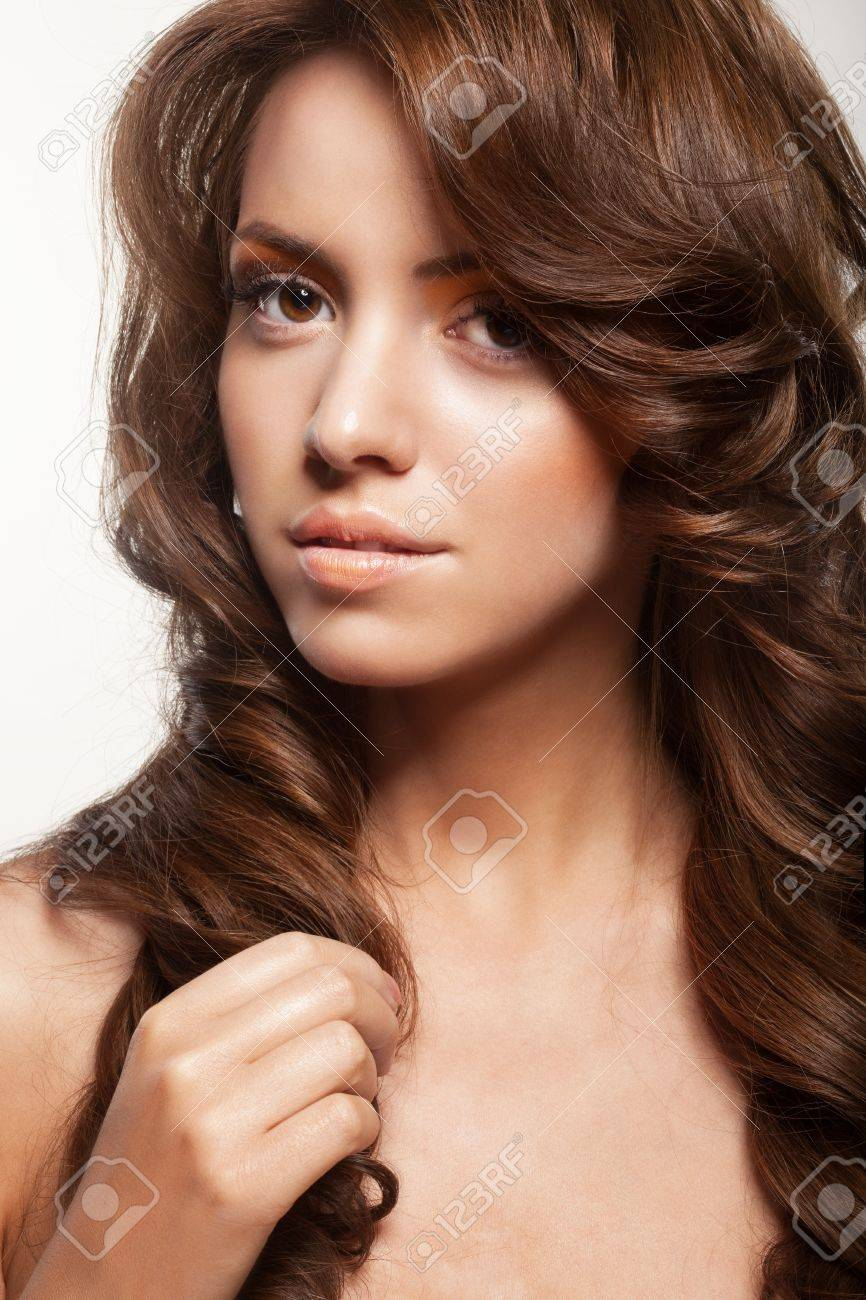 Schönen Weiblichen Gesicht Mit Make Up Und Glänzende Locken