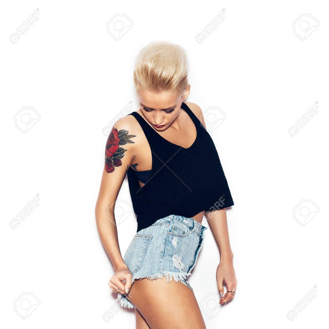 Sexe lesbienne tatoué