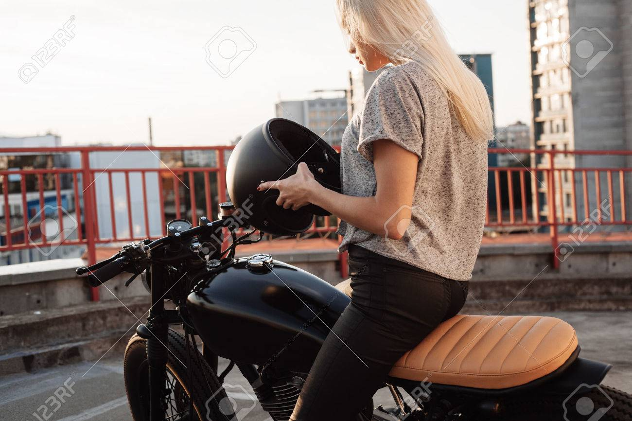 Motards Cuir En Fille Veste De Blonde Femme Jeune Mode xt8wH7F