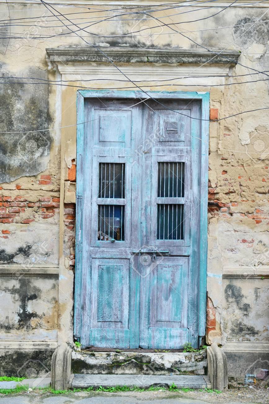 Vieille Porte En Bois Ancienne vieille porte en bois à l'ancienne bangkok bâtiment, thaïlande