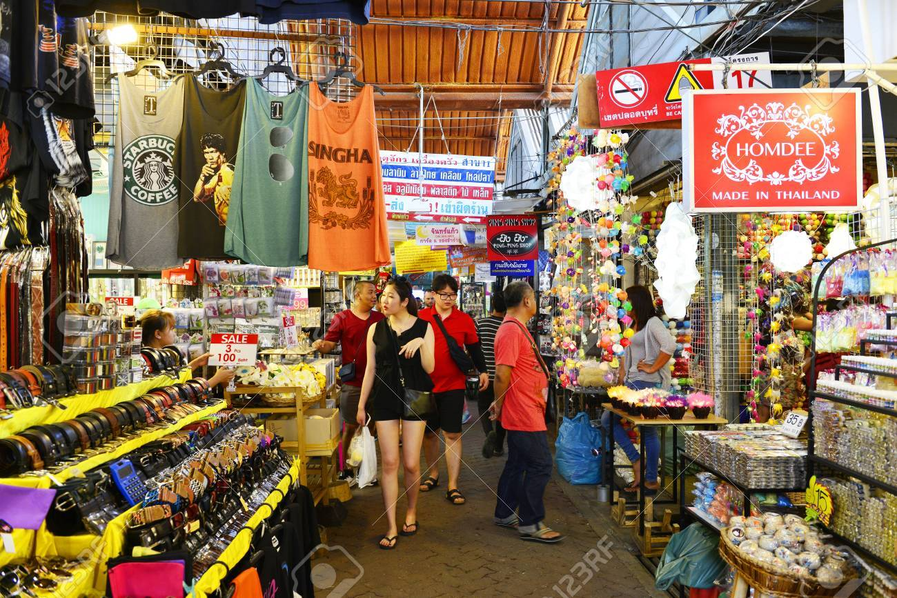 BANGKOK, THAILAND   APRIL 17 : View Of Home Decor Shop At Jatujak Market On