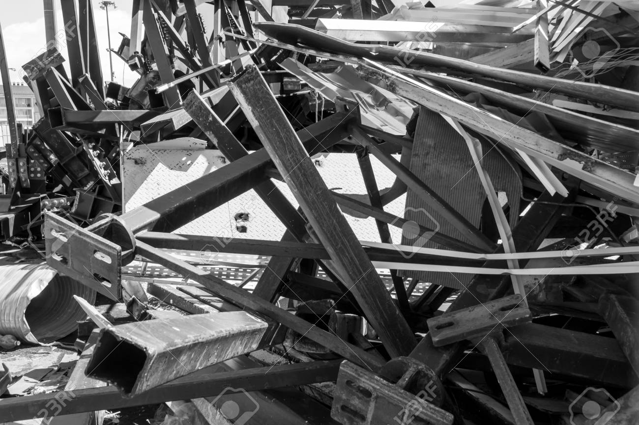 Scrap metal girders and metalawaits collection for recycling - 39038933