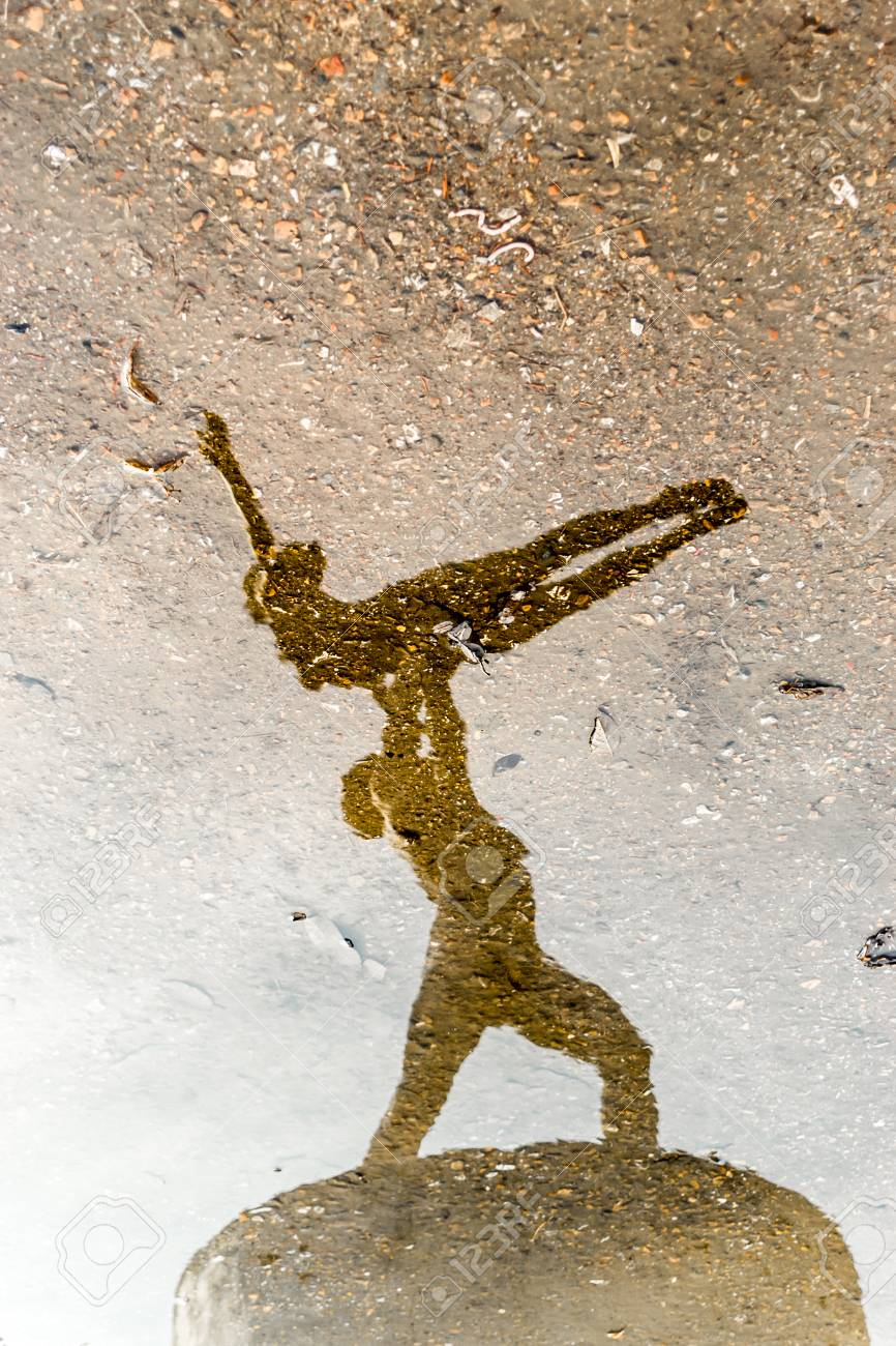 Man and Woman ballet dancers in stone reflected on water - 39543774