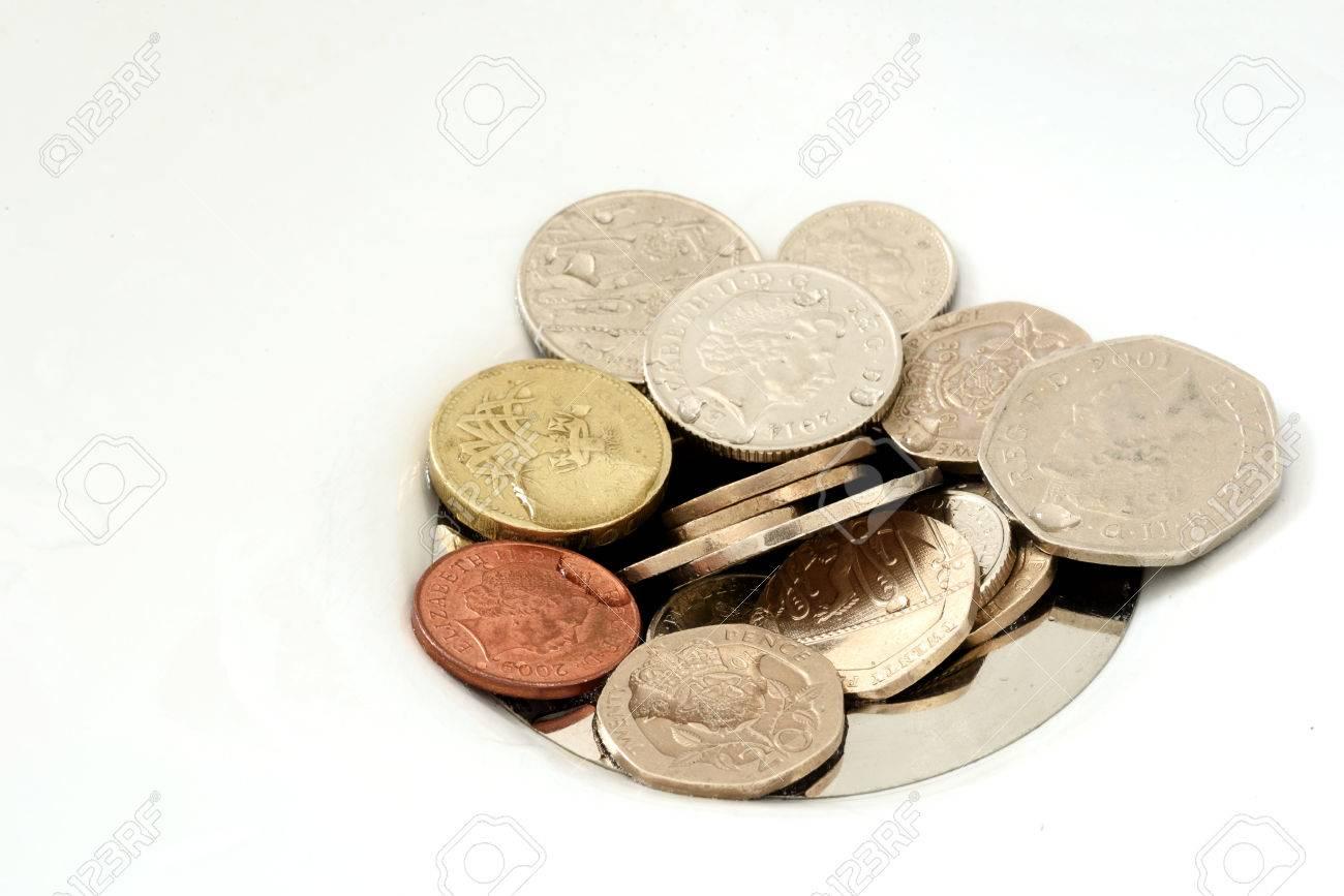 Banque dimages tas de pièces de monnaie anglais coincé dans le lavabo dun drain de bain ou de cuisine zone de surface pour les conceptions et thèmes
