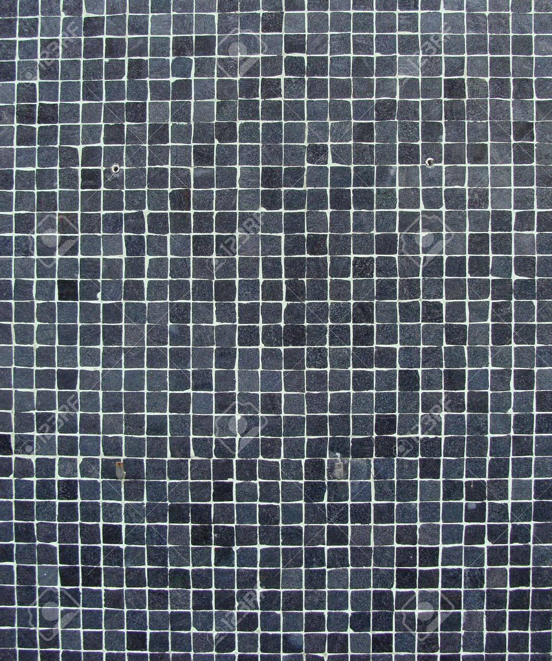 Wand mit blau grau schwarz mosaik fliesen lizenzfreie fotos ...