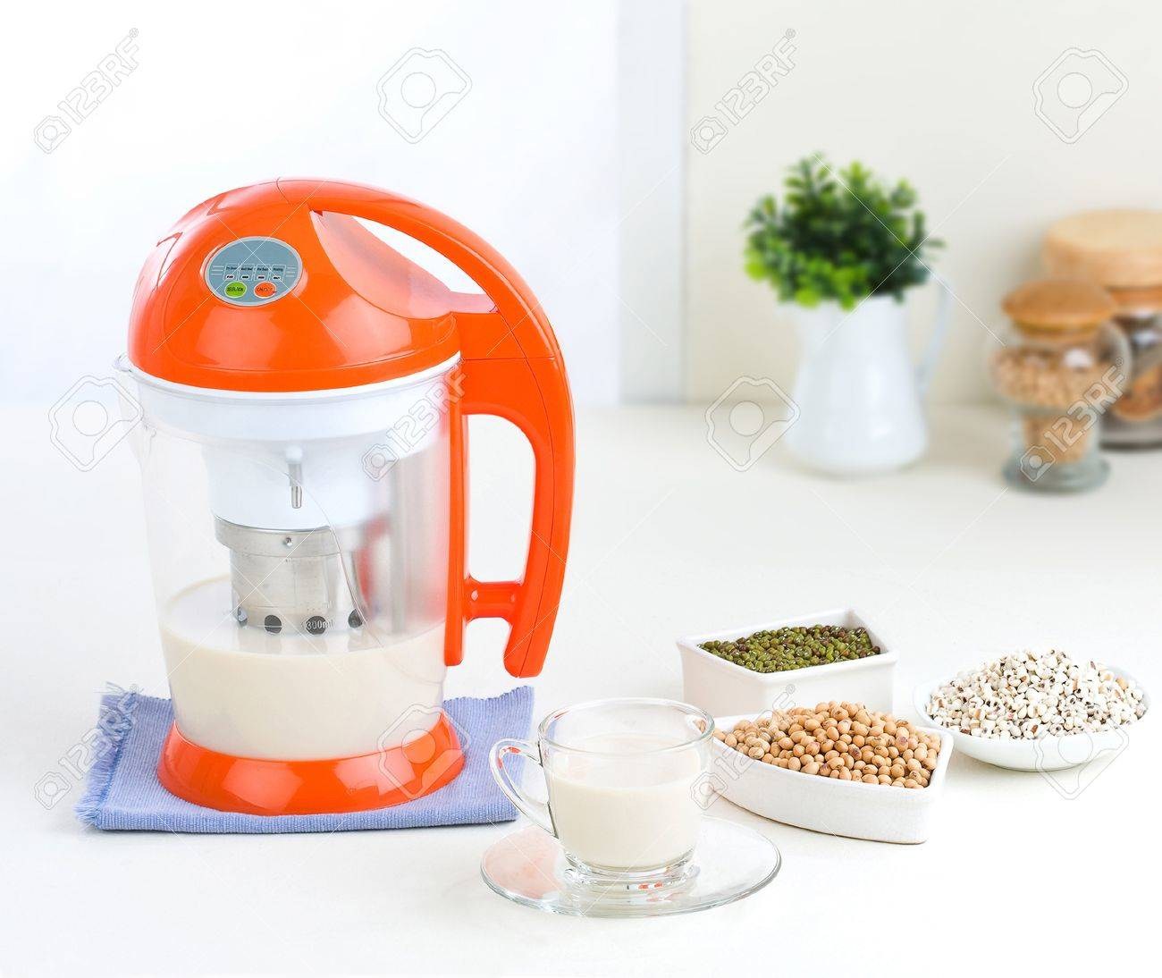 Beans juice grinder and blender machine Stock Photo - 18019423