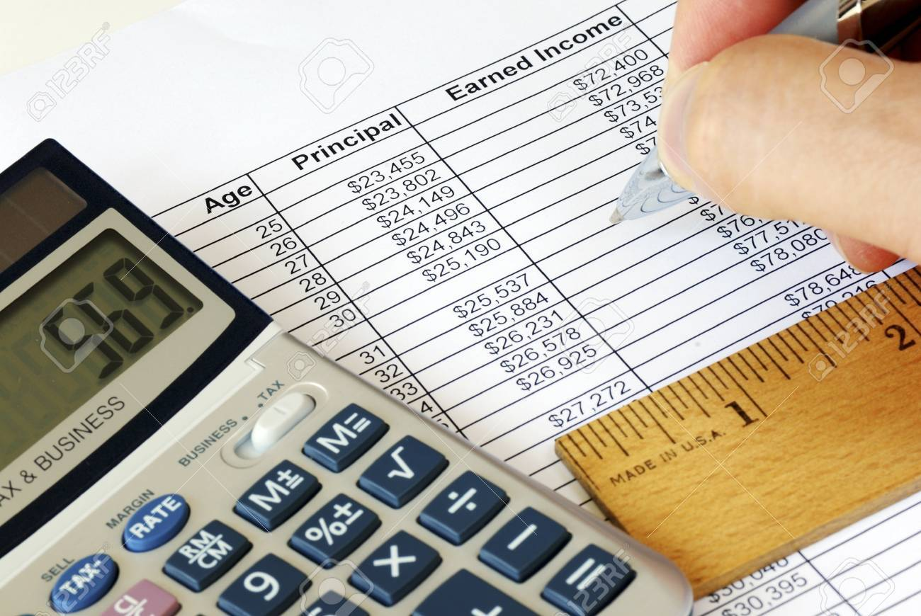 Calculate the capital gain with the calculator Stock Photo - 17504625