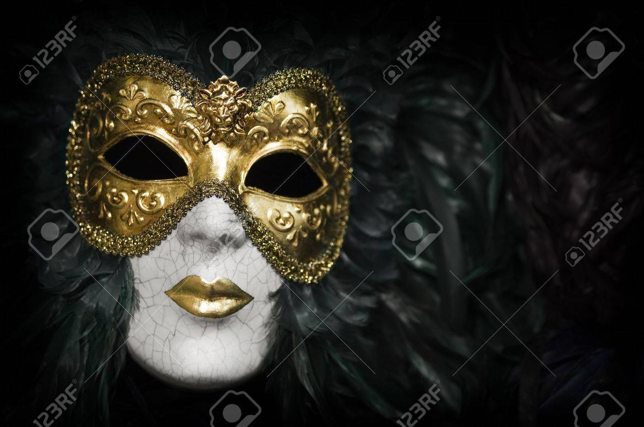 Gold traditional venetian carnival mask. Venice, Italy. Stock Photo - 10022426