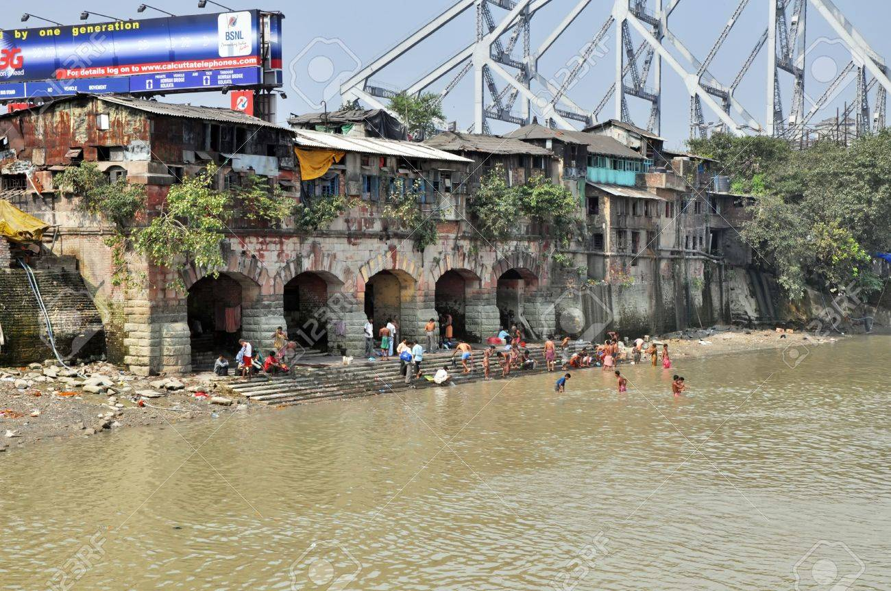 KOLKATA, INDIA - 27 OCTOBER 2009: An unidentified group of indian people wash themselves in Hooghly River on October 27, 2009. At present time this river, like the others in India, is being polluted tremendously. Stock Photo - 8151675