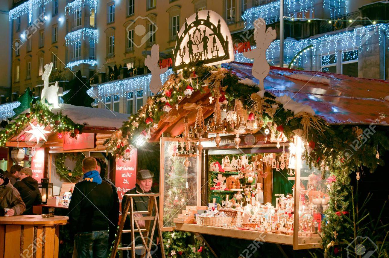 DRESDEN, GERMANY - 20 DECEMBER 2010: An unidentified group of people enjoy Christmas market in Dresden on December 20, 2010. It is Germany's oldest Christmas Market with a very long history dating back to 1434. Stock Photo - 8525942