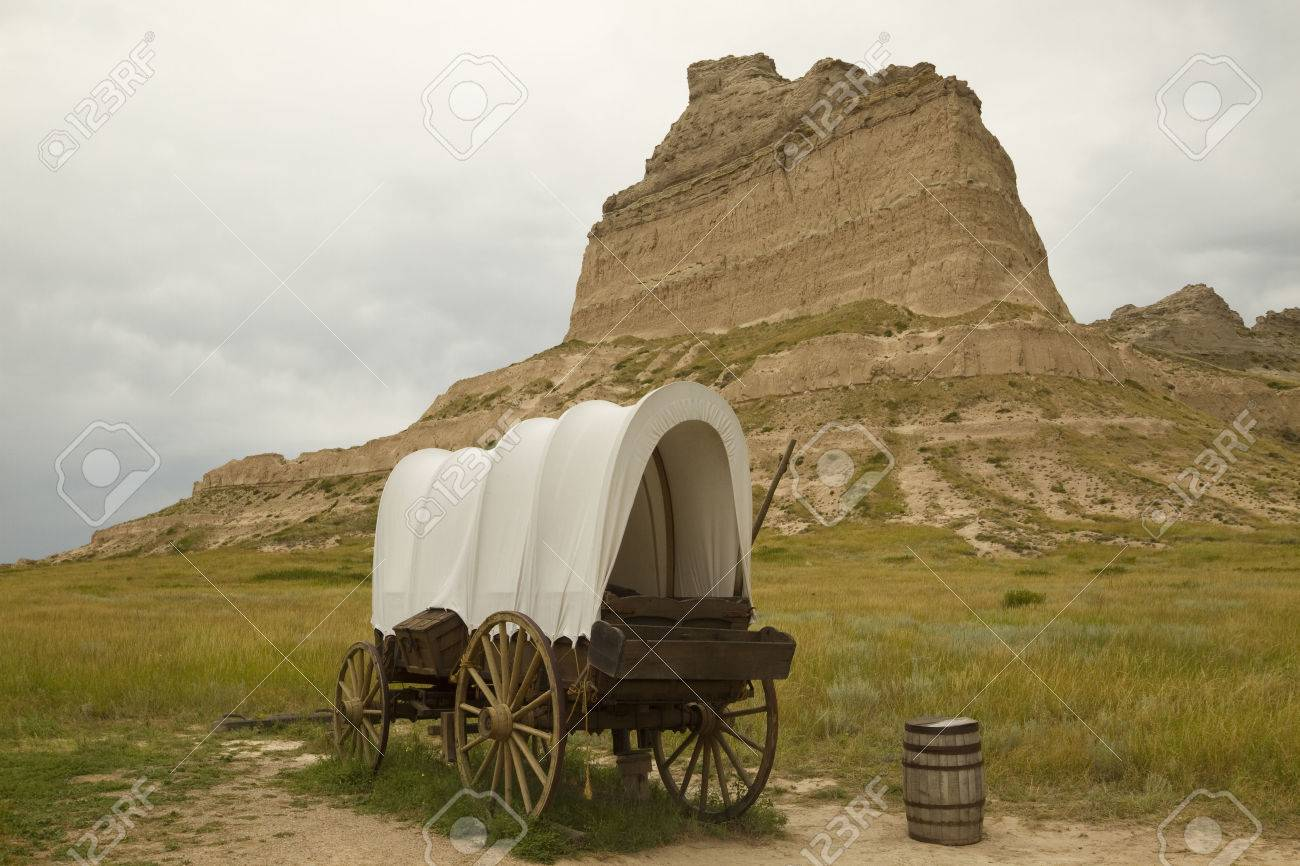 Covered Wagon And Rock Formation Scenic - 39175102