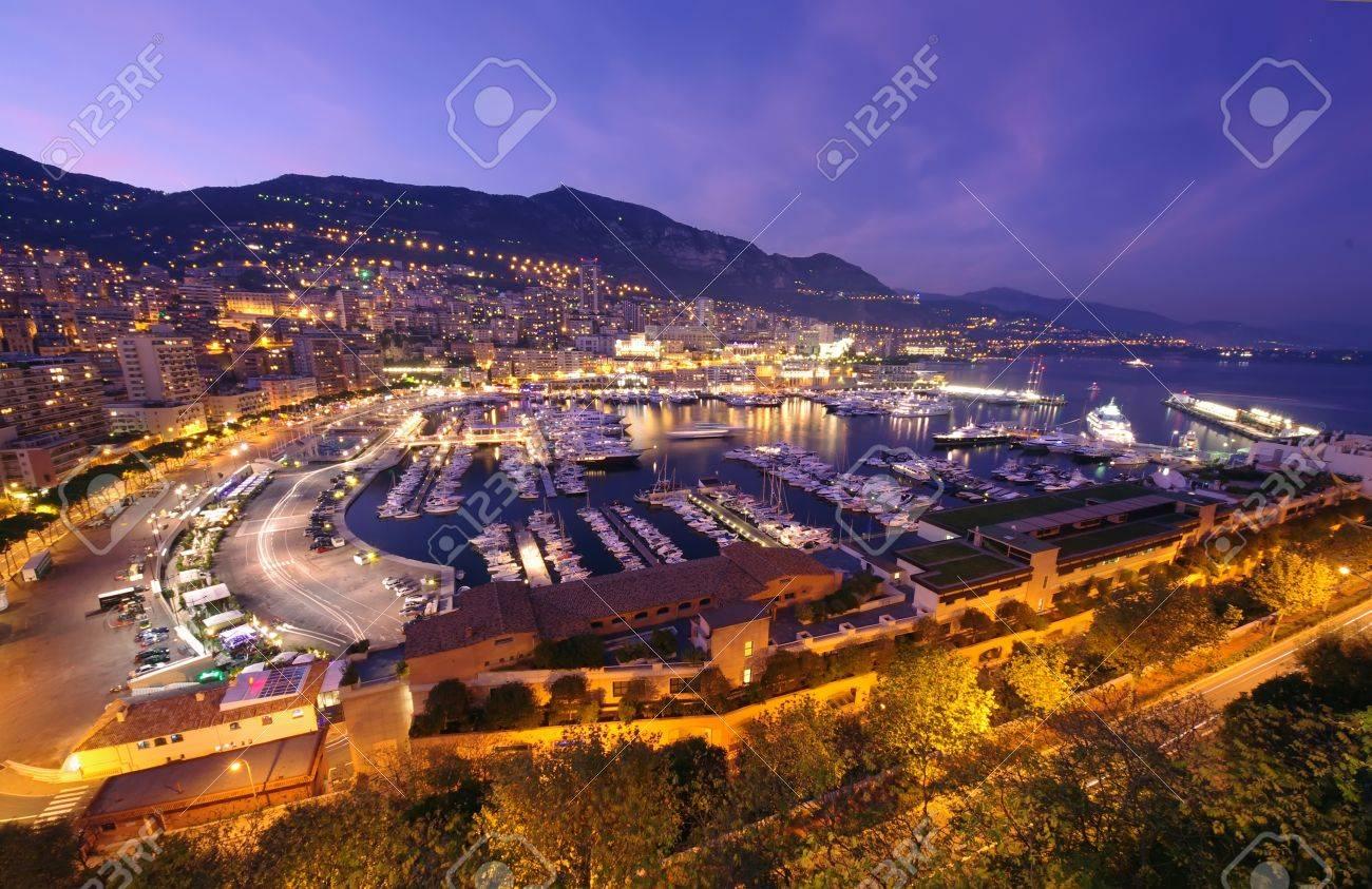 モナコの港の monte carlo の夜景 ロイヤリティーフリーフォト