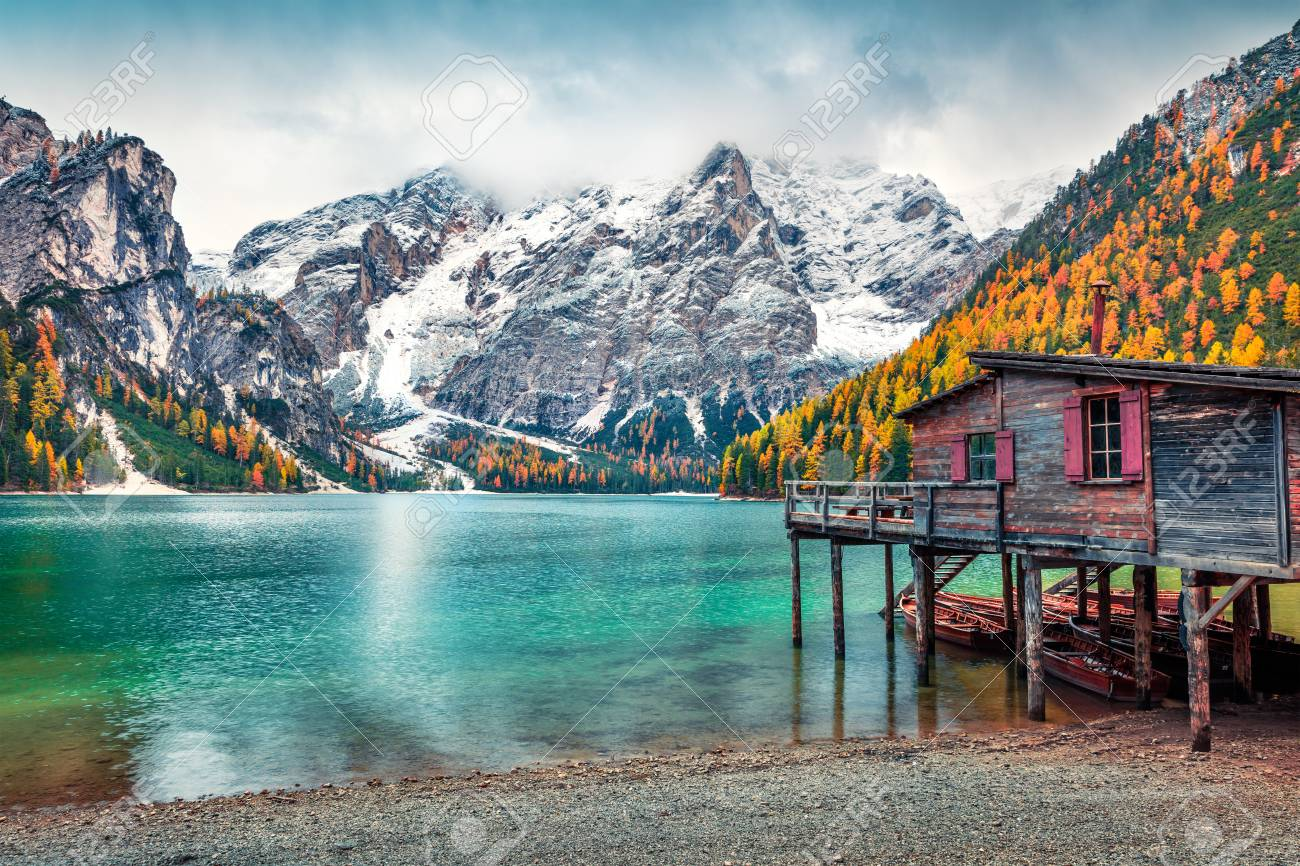 Boat hut on Braies Lake with Seekofel mount on background. Colorful autumn landscape in Italian Alps, Naturpark Fanes-Sennes-Prags, Dolomite, Italy, Europe. Traveling concept background. - 113852175