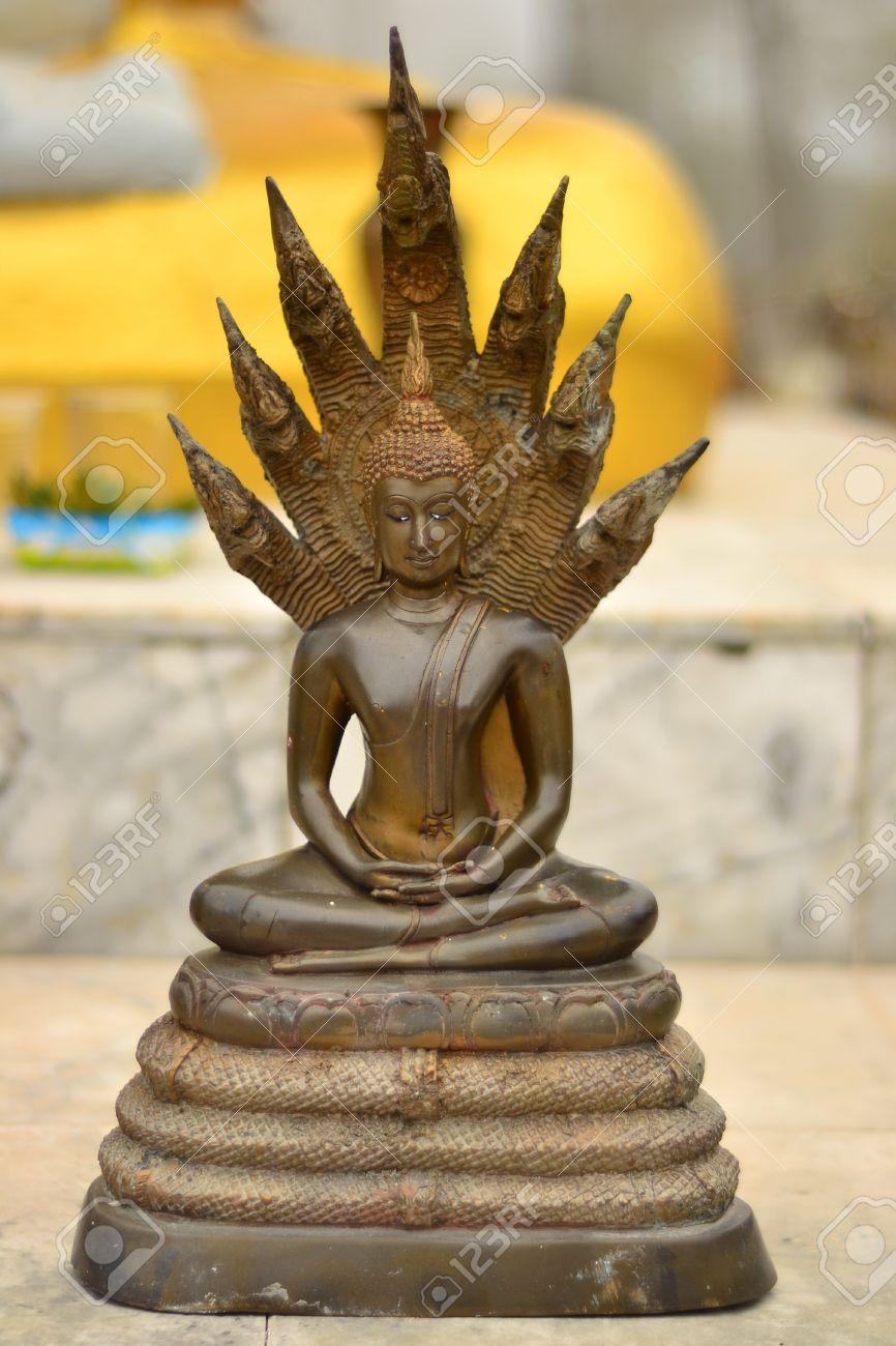 Buda y la serpiente de siete cabezas. Foto de archivo - 12342227