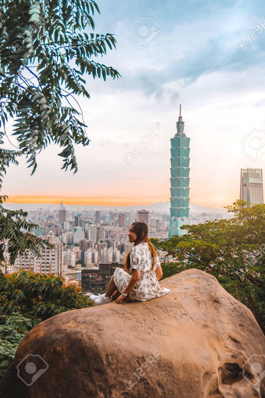 Traveler women and sunset with view of skyline of Taipei cityscape Taipei 101 building of Taipei financial city ,Taiwan stock - 137054514