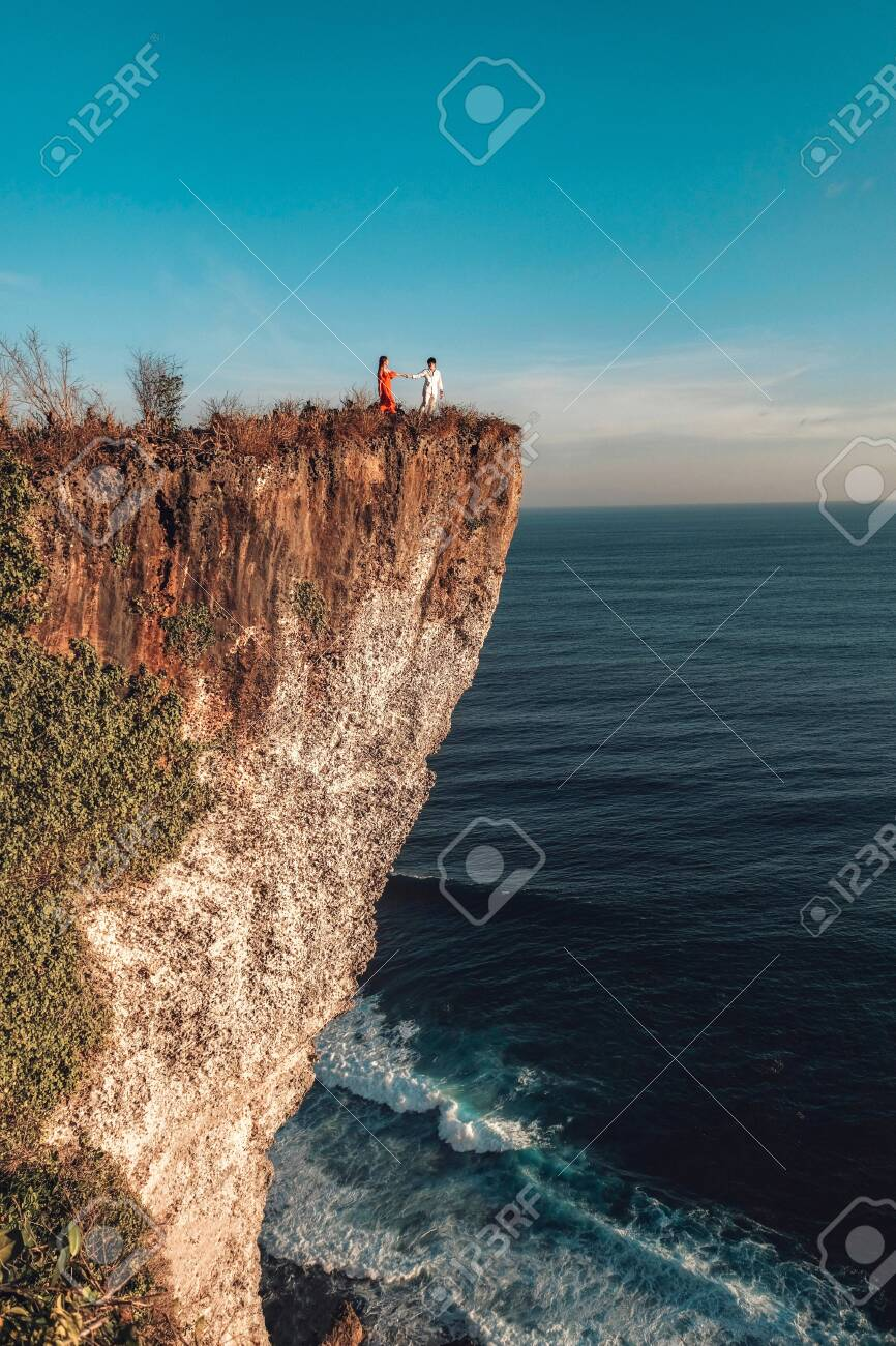 Couple Adventure and looking view on the karang boma cliff at Uluwatu Bali in Indonesia - 137046900