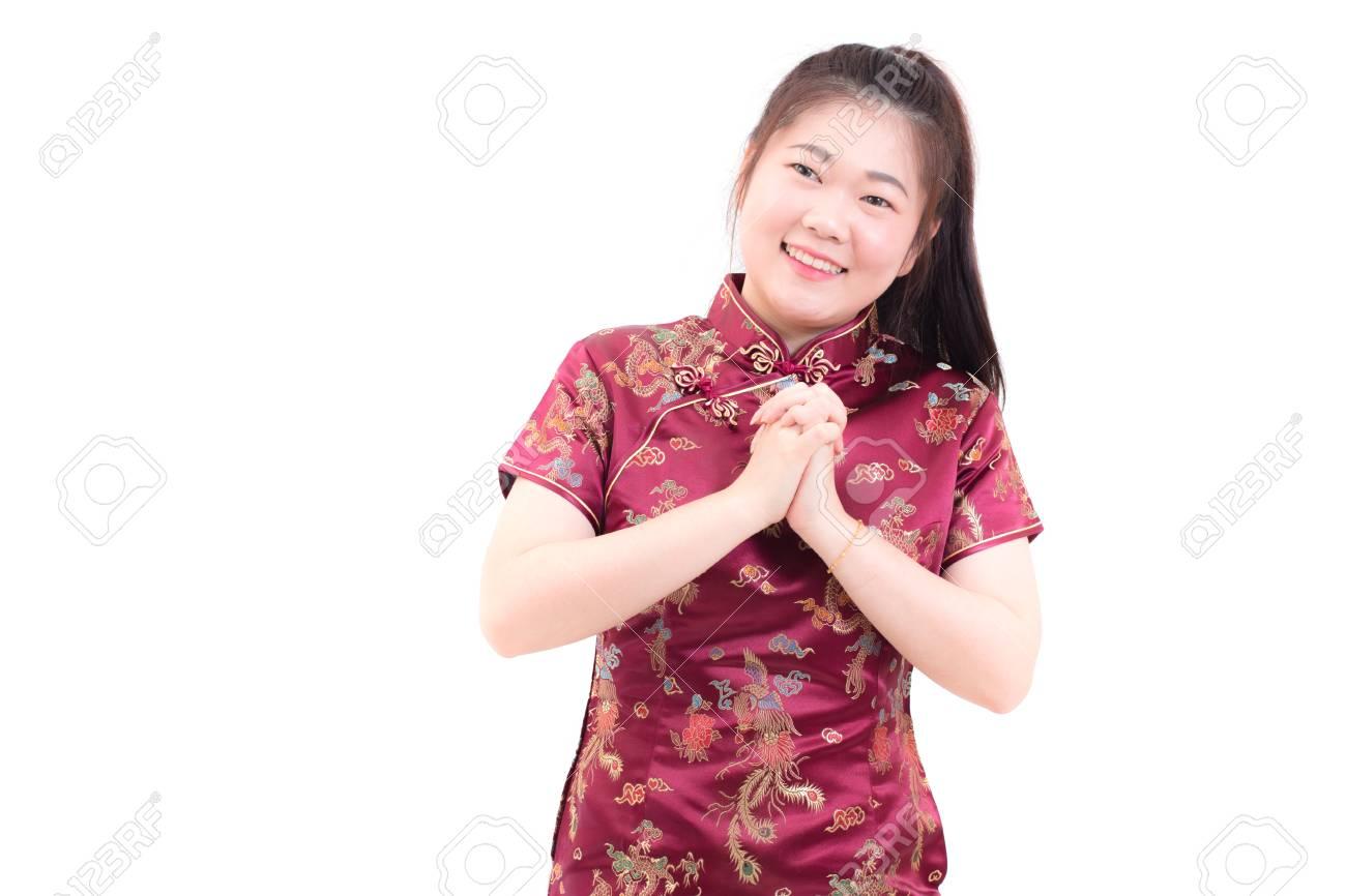 Mujer Asiática Joven Que Lleva El Cheongsam Tradicional Del Vestido ...