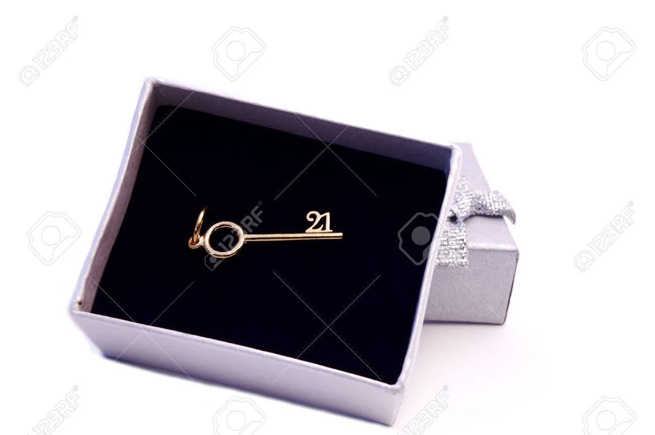 Geschenk Box Mit Einem Goldenen Schlussel Fur Den 21 Geburtstag