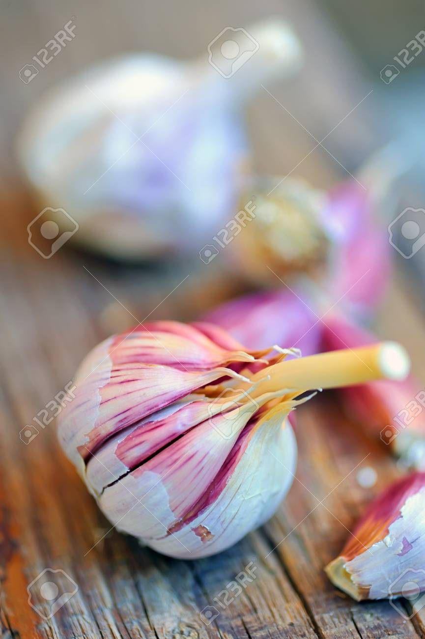 Garlics on old wood Stock Photo - 8784044