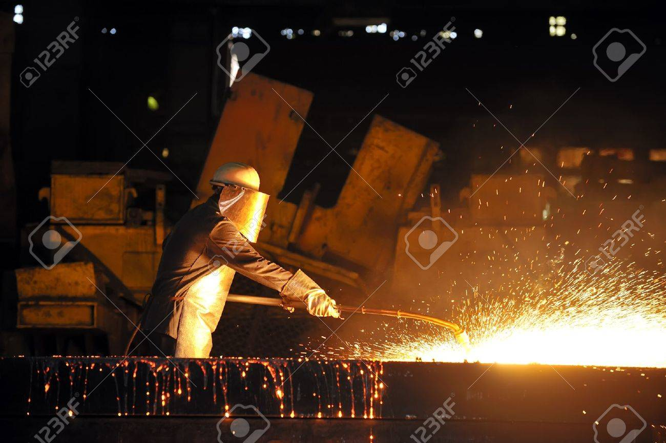 worker using torch cutter to cut through metal Stock Photo - 16476303