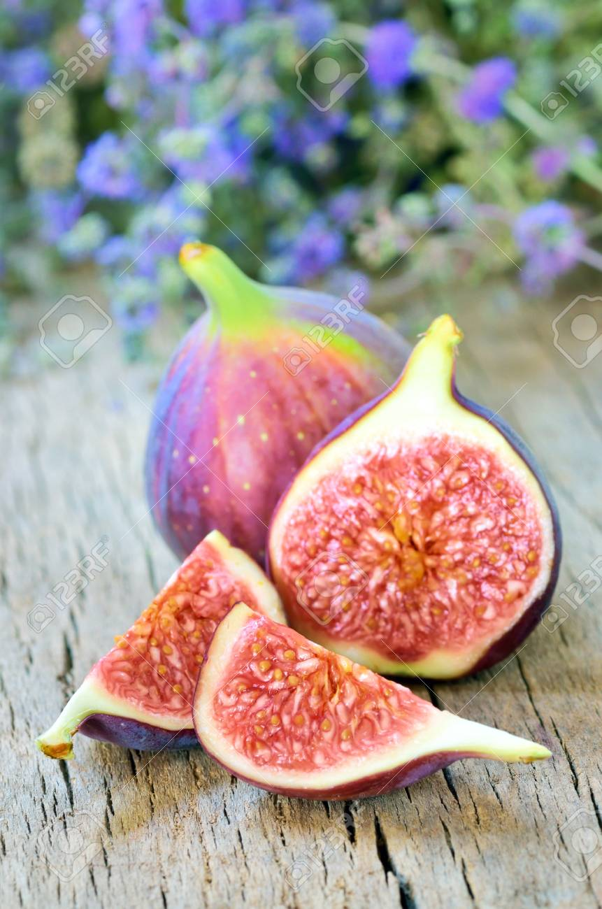 Ripe fresh fig Stock Photo - 16482524