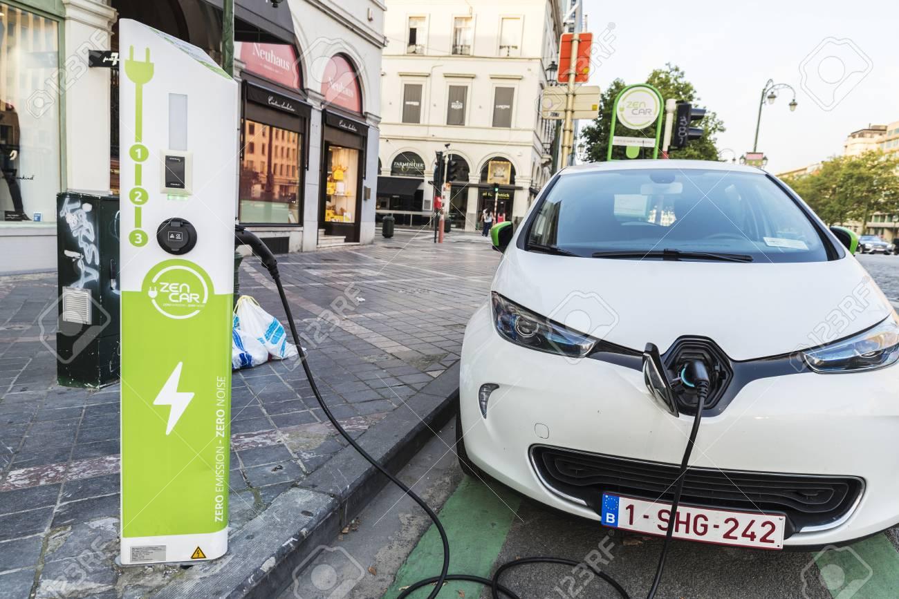Brussel Belgie 27 Augustus 2017 Elektrische Auto Oplaadt