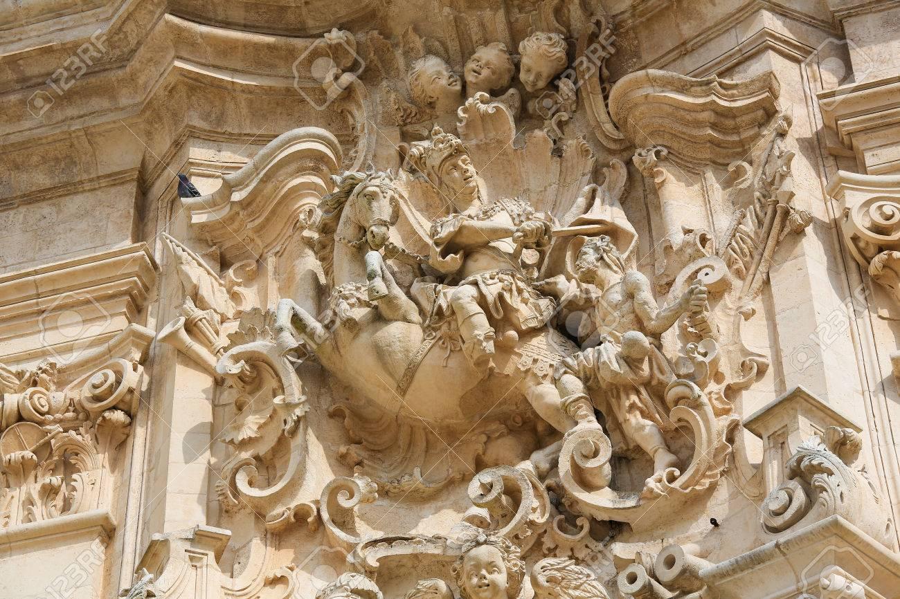 Ant Martina Franca basilique de saint martin à martina franca, province de tarente, sud ital,  représentant saint martin coupant son manteau pour un mendiant.